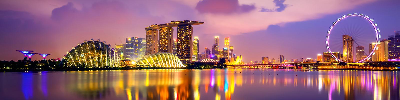 SINGAPORE SKYLINE NIGHTTIME