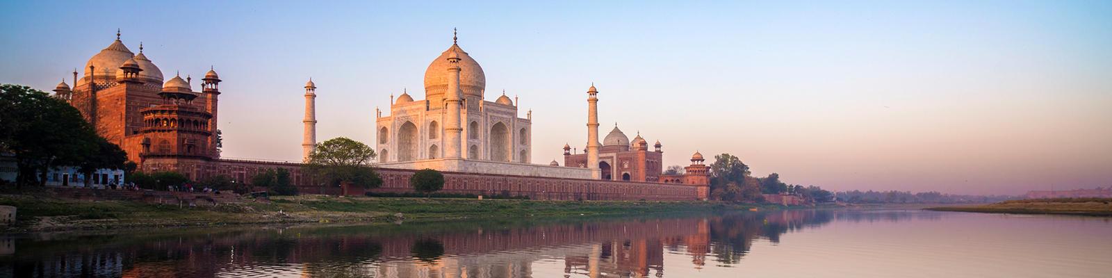 taj mahal at sunrise - 14 romantic travel experiences