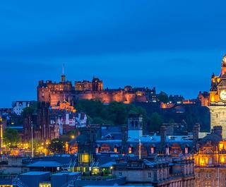 edinburgh night skyline