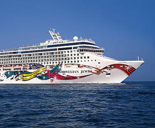 The Norwegian Jewel cruise ship at sea.