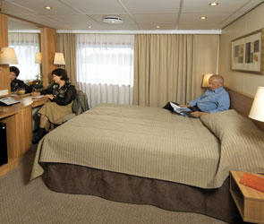 Deluxe Stateroom (DX)