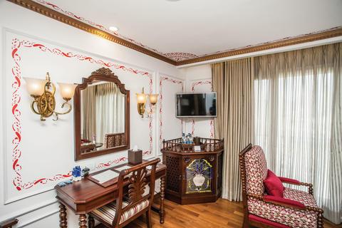 Colonial Suite