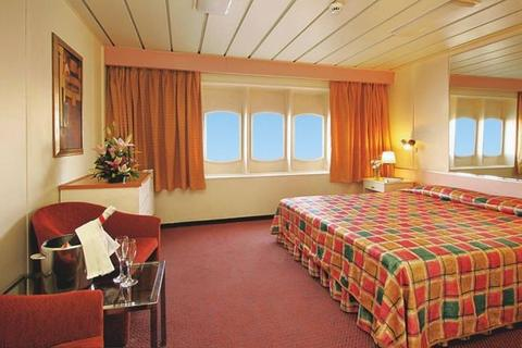 Outside Deluxe Stateroom (XG)