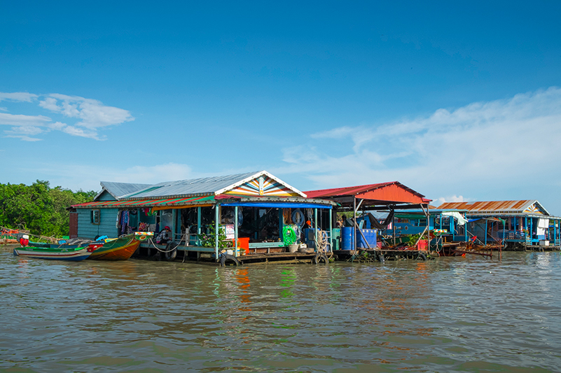 Floating houses on Tonle Sap River