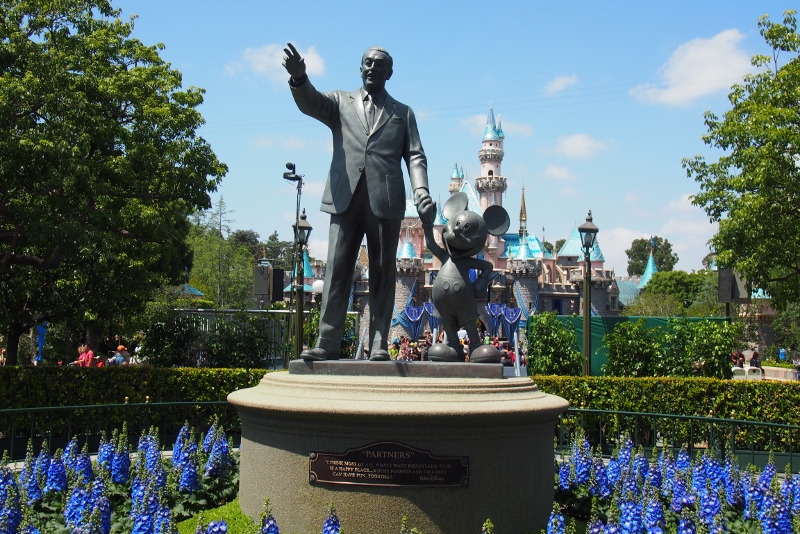 The statue of Walt and Mickey at Disney.