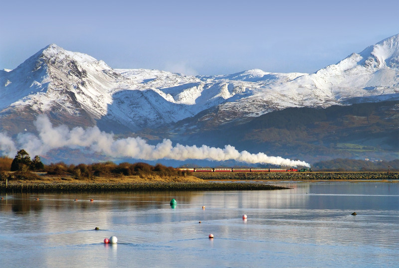 Ffestiniog & Welsh Highland Railways: Porthmadog–Caernarfon