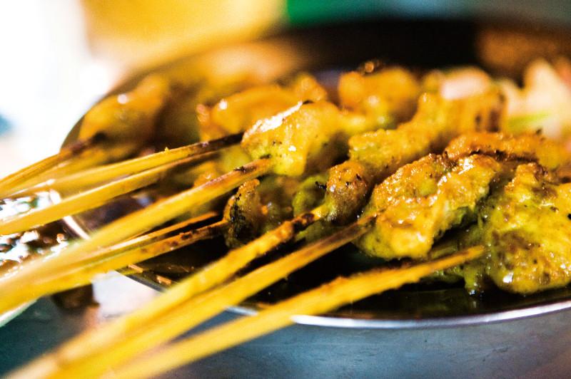 A close-up view of the iconic dish satay kajang, from Kuala Lumpur, Malaysia.